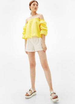 https://www.bershka.com/gb/woman/trends/off-the-shoulder/off-the-shoulder-blouse-with-frilled-sleeves-c1010207006p101033052.html?colorId=310