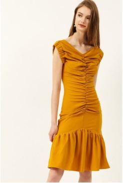 http://www.storets.com/roa-shirring-pencil-dress.html