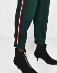 https://www.bershka.com/gb/woman/clothes/trousers/joggers-with-side-stripes-c1010193216p101161005.html?colorId=541